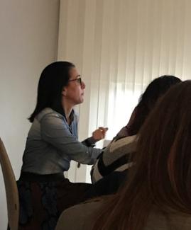La Dra. L Basterretxea en un momento de su presentación