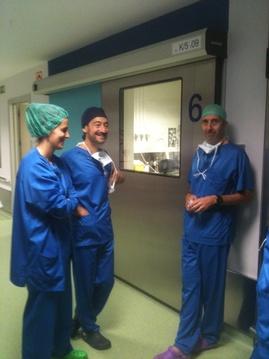 Los Drs. Pereira y Gamarra del S. de Urología del H de Galdakao.